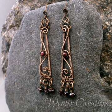 Saskia Earrings with Garnet